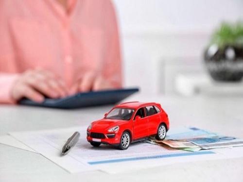 Ảnh minh họa: Cầm giấy tờ xe ô tô giá cao